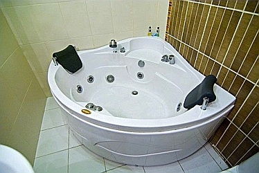 Apartment Anna Jacuzzi  - odessa ukraine apartments